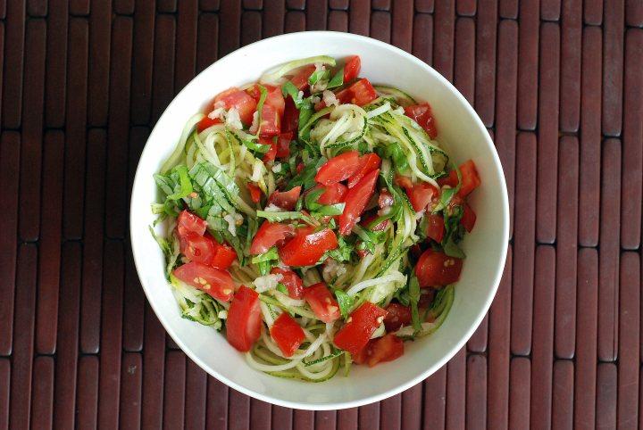 zucchini_noodles_bruschetta