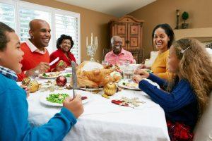 people_family_thanksgiving_dinner