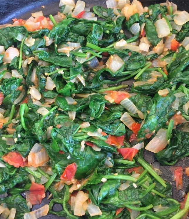 Sauteed Spinach with Tomatoes and Garlic